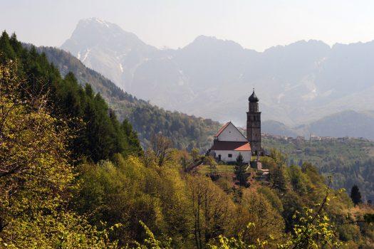 Quando un luogo accarezza lo spirito: la Pieve di San Pietro a Zuglio