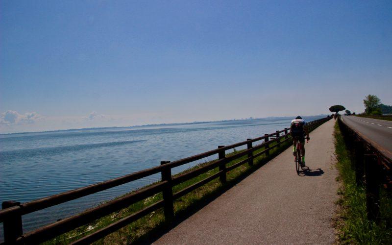 Elogio della lentezza…su due ruote (e 3 itinerari per esercitarla)